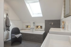 Modern, hell und einladend: Das 17-Quadratmeter Bad von Familie Hullermann aus Greven erstrahlt nach erfolgreicher Renovierung in nie da gewesenem Glanz
